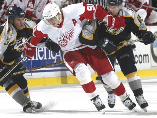 Red Wings Sergei Fedorov fights the double teaming