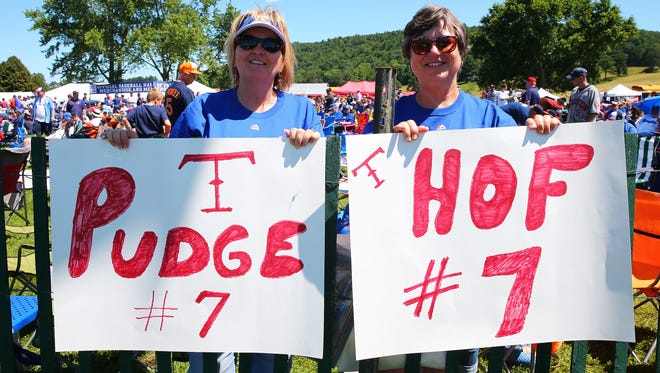 Fans show their support for inductee Ivan Rodriguez.