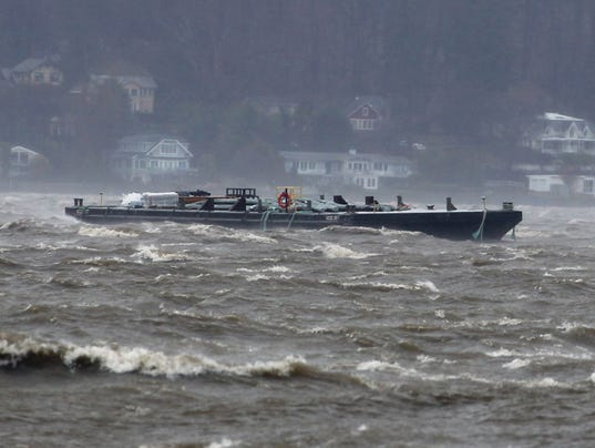 Barges break free in Hudson
