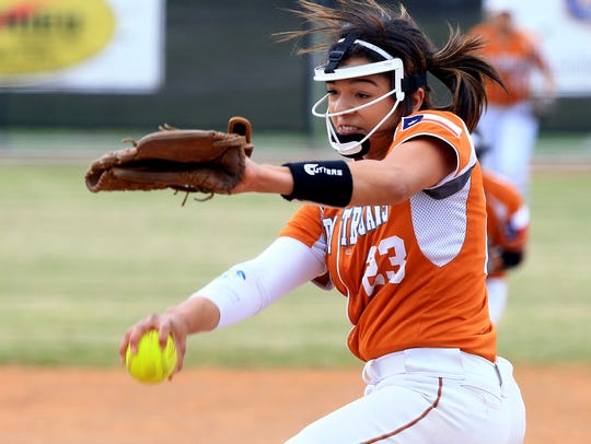 Beeville's Saleen Flores pitches against Veterans Memorial