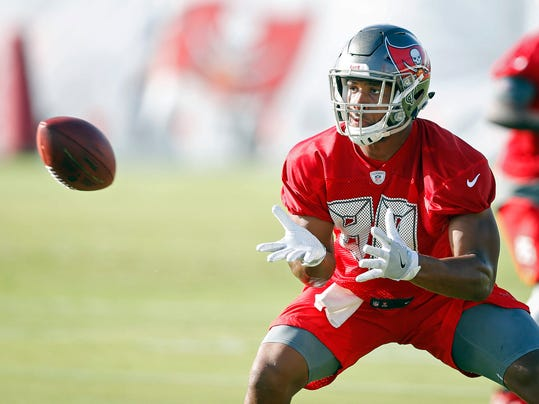 Tampa Bay Buccaneers tight end O.J. Howard makes a catch during NFL football training camp Friday, July 28, 2017,  in Tampa, Fla. (Loren Elliott/Tampa Bay Times via AP)