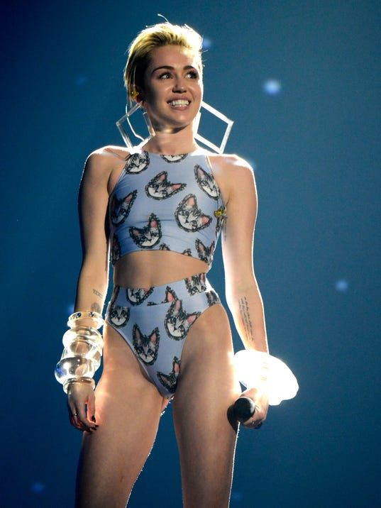 Miley AMA stage
