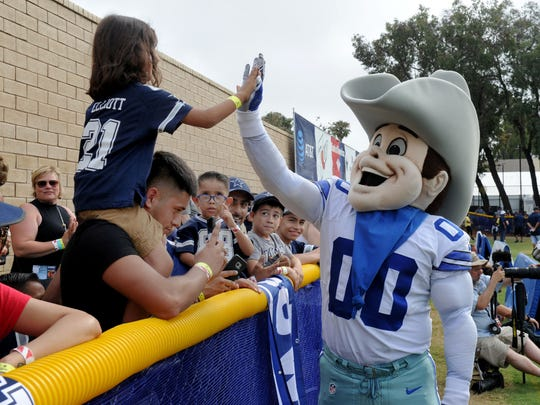 Ethan Martinez high-fives Rowdy at the Dallas Cowboy