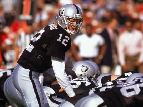 Todd Marinovich of the Los Angeles Raiders plays one