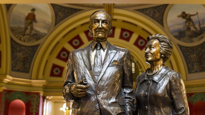 Statue of Mike and Maureen Mansfield at the Montana Capitol building