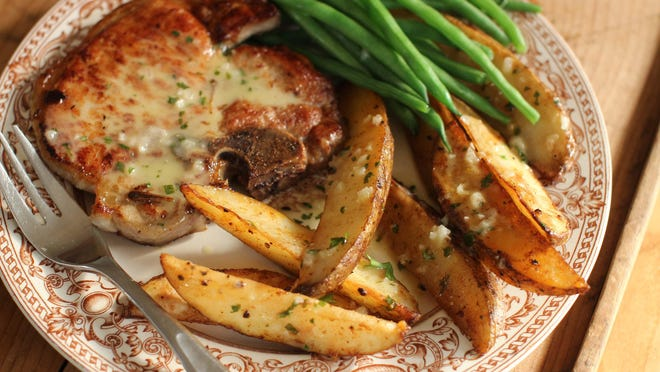 Mojo sauce is served with roasted paprika potatoes.