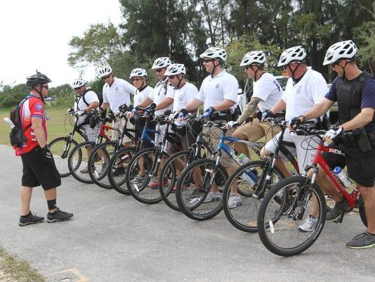 IMG_bikecops01.jpg_1_1_7U9CUE2C.jpg_20141212.jpg