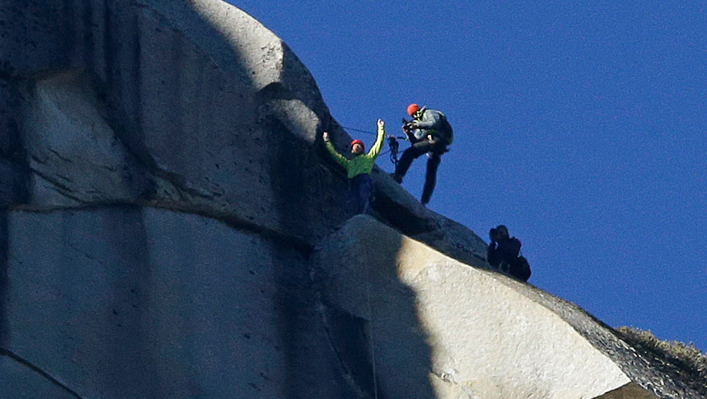 Yosemite Freeclimbers Reach Top Of El Capitan - Two climbers scale 3000ft hardest route world
