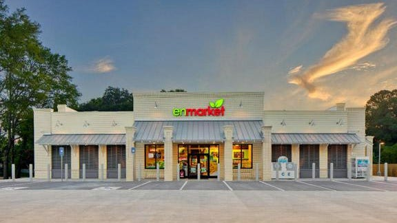 Enmarket opened a new store in Thunderbolt this week on the north side of Victory Drive, becoming the 127th location for the Savannah-based convenience store chain.