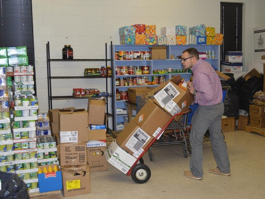 Murfreesboro Muslim Youth group members collect food