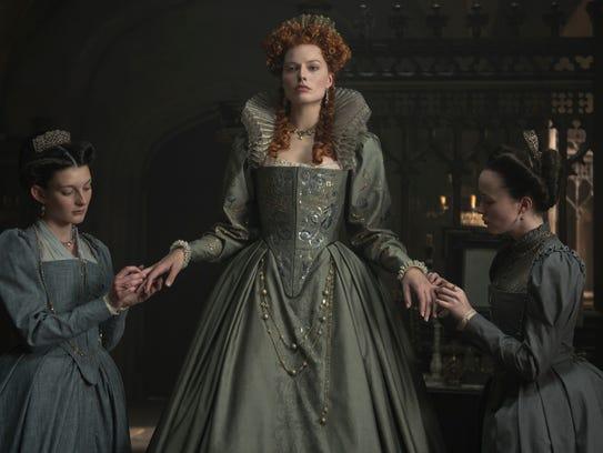 Margot Robbie (center) wears the crown as Queen Elizabeth