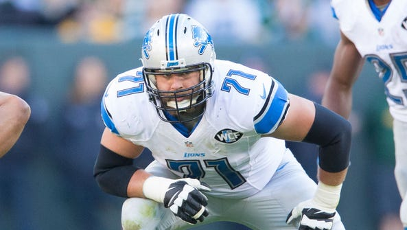 Detroit Lions tackle Riley Reiff plays against the