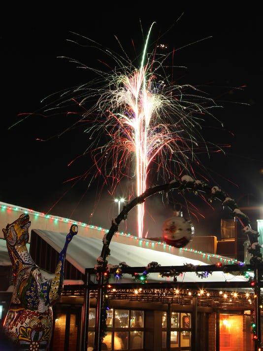635863962832994320-Coloradoan-123114-FirstNight-Fireworks-1.jpg