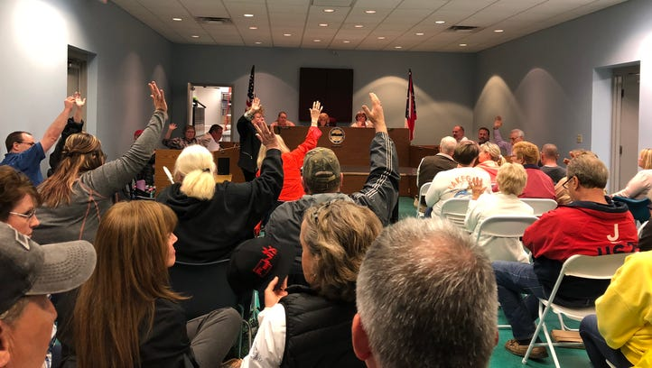 Buckeye Lake council members, residents show support for embattled police chief