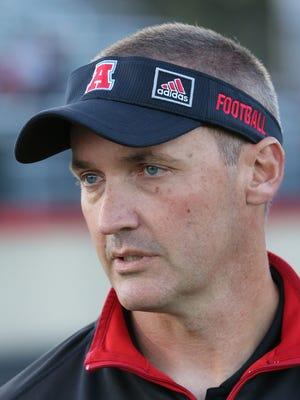 Former Arrowhead football coach Greg Malling is returning to Wisconsin to coach at Oconomowoc High School.