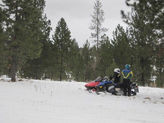 -Lincoln snowmobiling 5.jpg_20140113.jpg