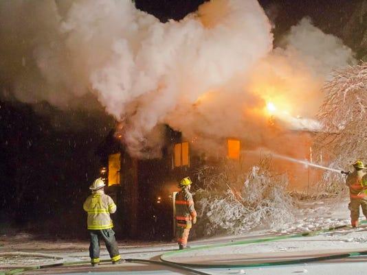 -BUR 1224 Essex fire c3.jpg_20131225.jpg