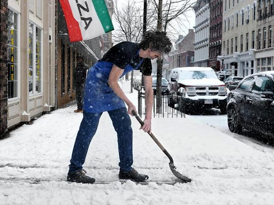 -DOMINANT_PHOTO_SA_Snow_Shoveling_02_01.jpg_20140203.jpg
