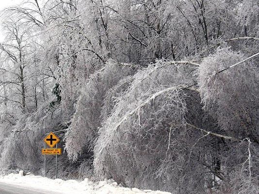 -BUR 1223 ice storm C2.jpg_20131224.jpg