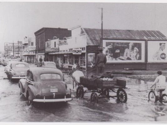 High water in Downtown Laf in 1940.jpg