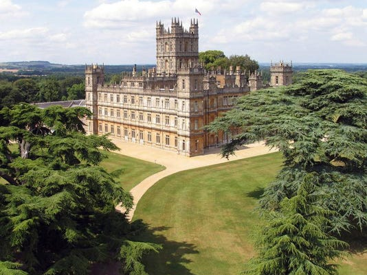 -TravelCov_DowntonAbbey_highclere_castle.jpg_20130111.jpg