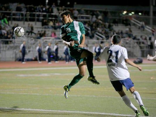 140114 tg SoccerAlvarezAlisal02.jpg