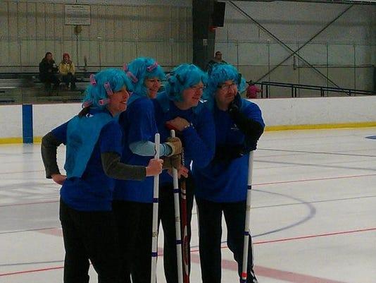 -BUR 0201 HT Curling 02.jpg_20140129.jpg