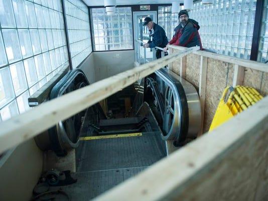 CHL 0205 escalators JUMP