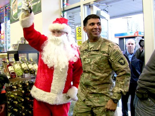 Christmas Homecoming.Poughkeepsie Soldier Surprises Parents With Christmas Homecoming