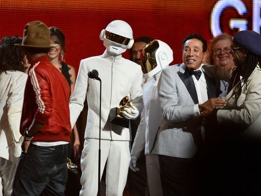 1390797683000-DAFT-PUNK--IN-WHITE--PHARRELL-WILLIAM.JPG