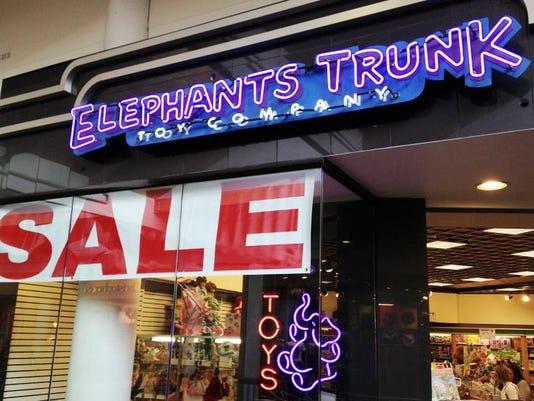 SAL1226-YE Business moves ELEPHANT