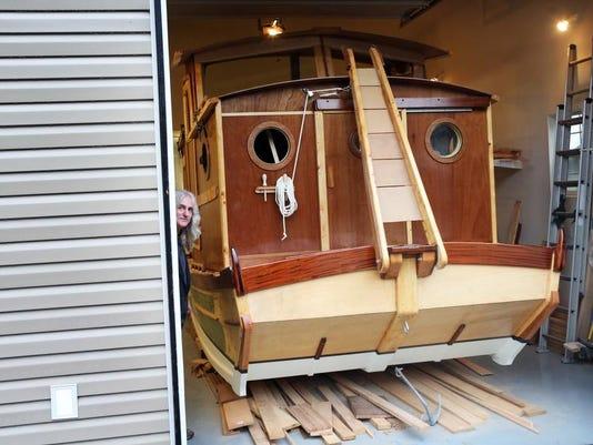 alt lead SAL0112-All in Home-made houseboat 1631.jpg