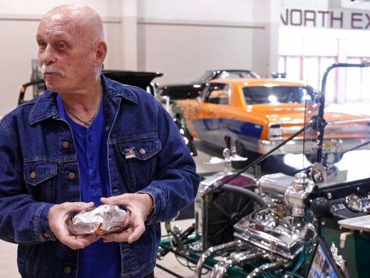 SAL0209-Roadster Show lede