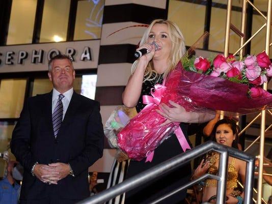 -Britney Spears Official Las Vegas Arrival.JPEG-0fbbe.jpg_20131203.jpg