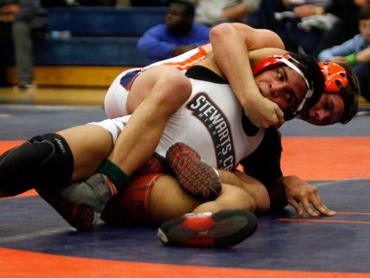 MUR SPORTS region wrestling 0209.jpg