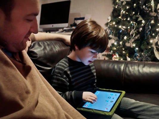-Kids and Tablets.JPEG-0d88d.jpg_20131224.jpg