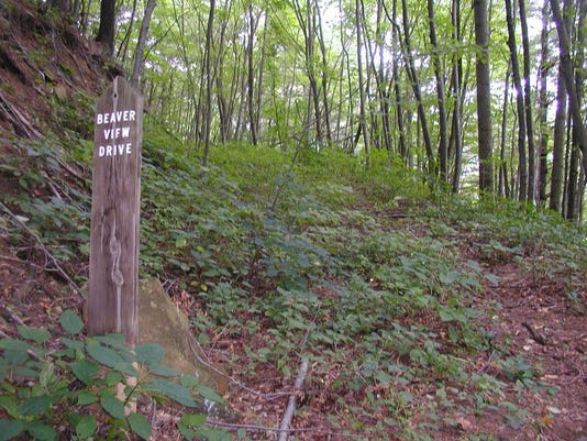 Wolfe Cove Beaverview sign in woods.JPG