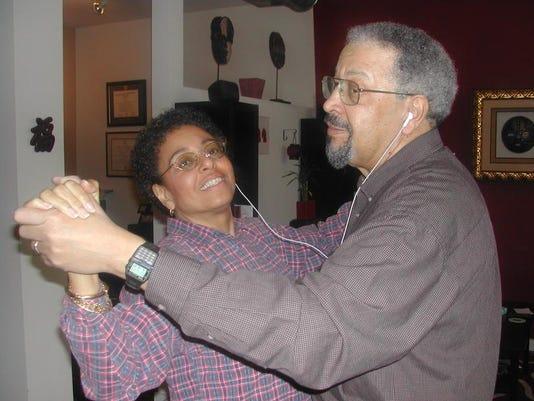 Dancing with iPod 2-04.jpg.JPG