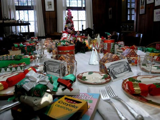 09. ELRO NHS Christmas Dinning Room Photo NPS Bill Urbin.jpg