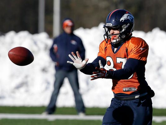 -Super Bowl Football.JPEG-03935.jpg_20140201.jpg