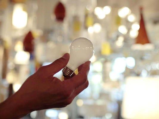 incandescent light bulb photo.jpg