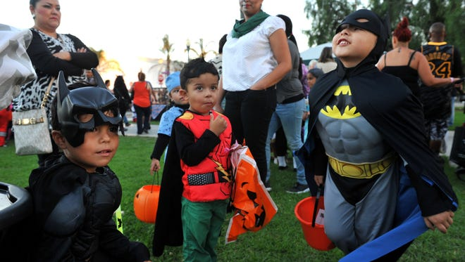 Just in time for Halloween, the Simi Valley City Council on Monday night may repeal a controversial law that bars registered sex offenders listed on the Megan's Law website from opening their doors to trick-or-treating children on the holiday.