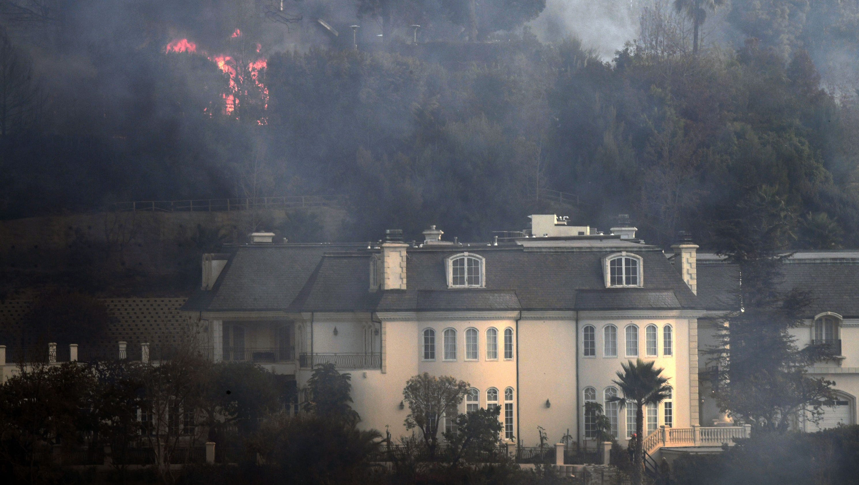 Los Angeles Fires Update >> California fires: Navigation apps like Waze sent commuters into flames, drivers say