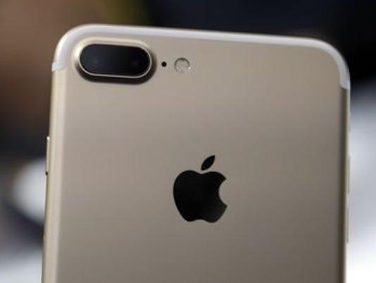 636113217044425540-iphone.jpg