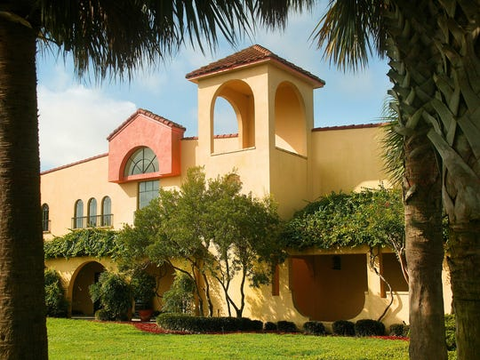 akeridge Winery, the Largest winery in Florida, sits upon 127 acres where their 85-acre Estate Vineyard is located.