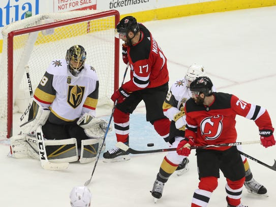 New Jersey Devils right wing Kyle Palmieri (21) tips