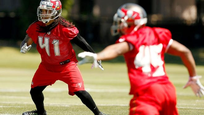 Lehigh Senior High and Minnesota graduate Derrick Wells during drills from the first day of the Tampa Bay Buccaneers' minicamp on Friday.