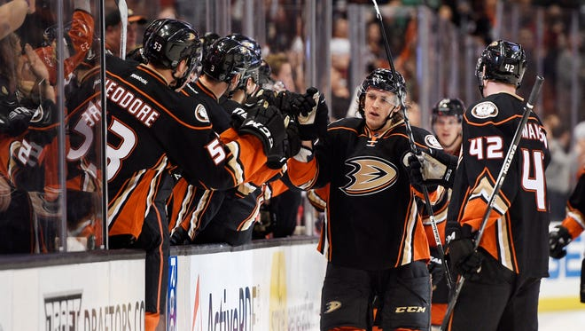 Anaheim Ducks left wing Carl Hagelin was traded late Friday night to the Pittsburgh Penguins.