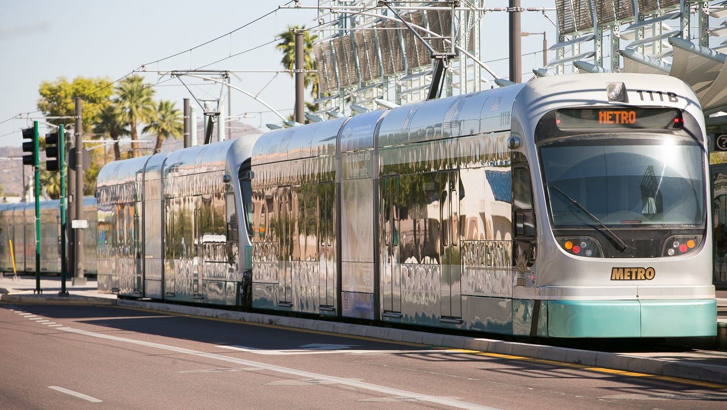 2 injured after car, light-rail collision in Mesa