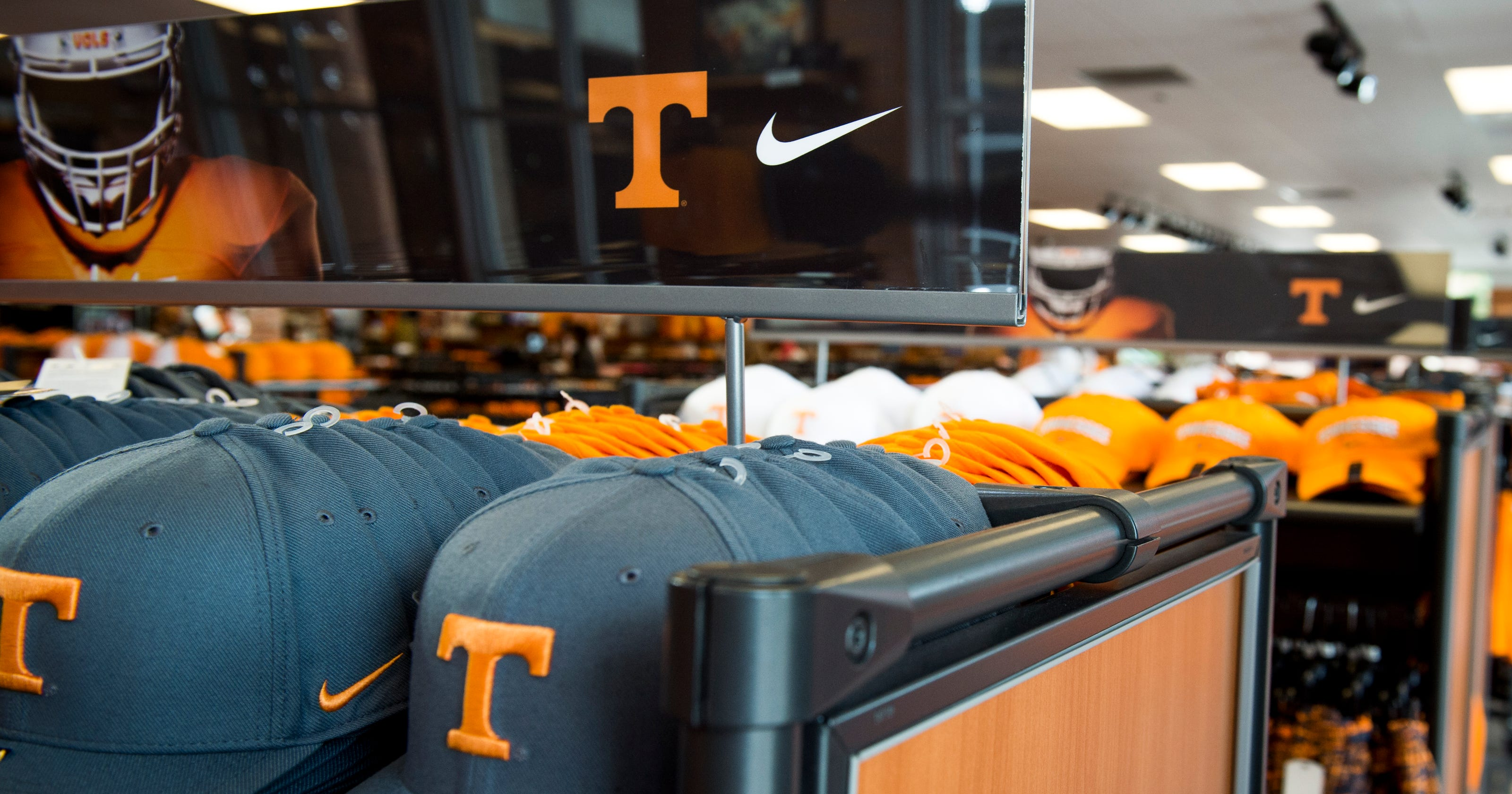 88b4a52aa48d UT Vols  Colin Kaepernick ad outrage won t end Nike contract